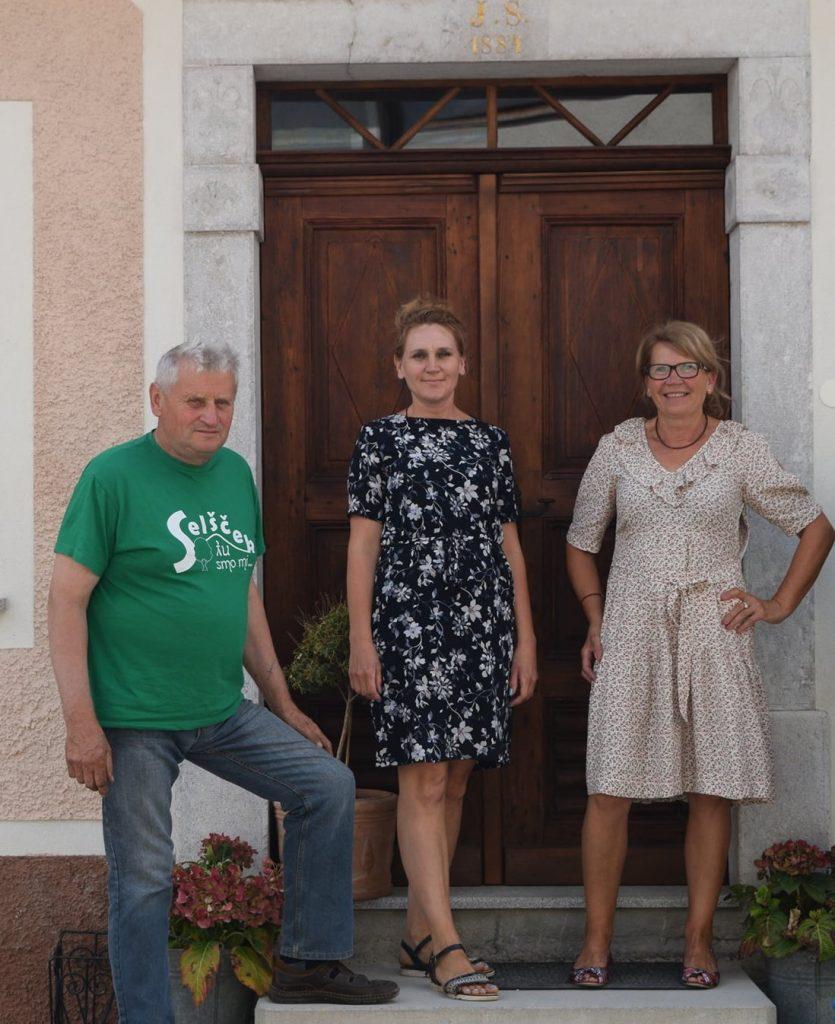 Notranjska-hisa-ekipa